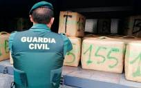 Un alijo de hachís interceptado. / Guardia Civil