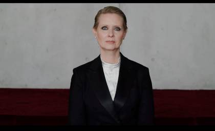 "Cynthia Nixon protagonizando el vídeo ""Be a lady, they said"". / Vimeo"