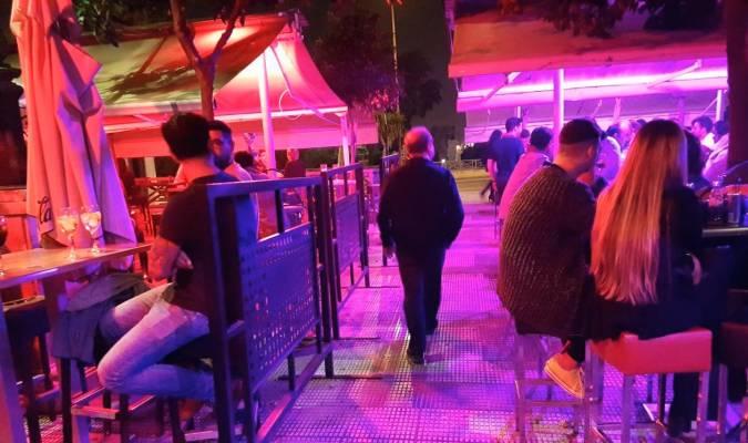 La Policía Denuncia A Bares Del Paseo De Colón Por Tener