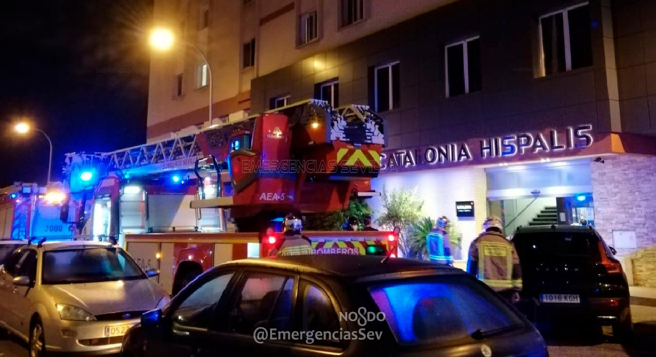 Dos heridos en un hotel por un incendio por una vela encendida en el baño