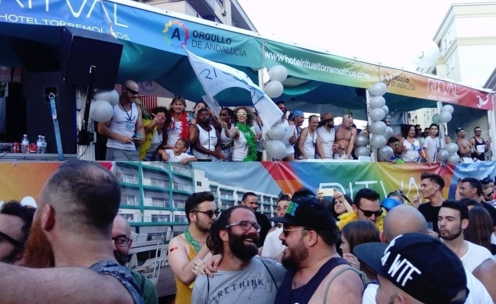 caravana orgullo gay sevilla