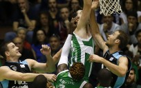 Mate de Kelly en un partido ante Estudiantes. / ACB Photo