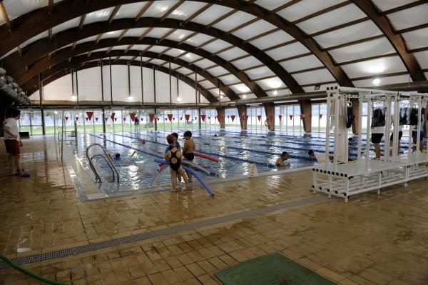 rochelambert cede su piscina p blica a la escuela de
