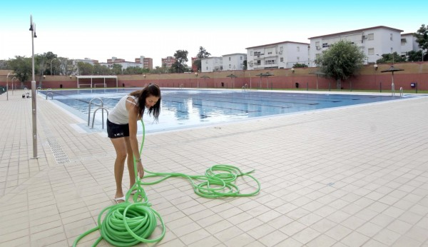 La nueva cubierta de la piscina del tiro de l nea sale a for Piscinas imd sevilla