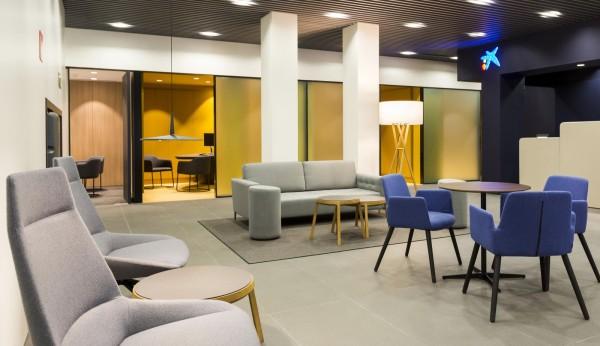 Caixabank estrena la primera oficina store en andaluc a for Red oficinas la caixa