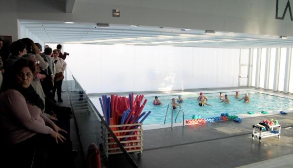 Arahal inaugura su nueva piscina cubierta tras ocho a os for Piscina cubierta tomares