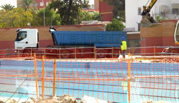 Arrancan las obras de la piscina del tiro de l nea for Piscina cubierta tomares