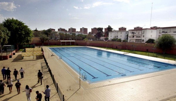Contratadas m s obras contra las fugas de la piscina del for Piscina municipal alcala de guadaira