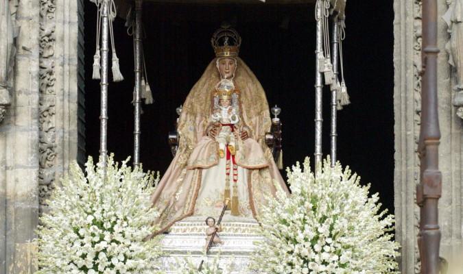 La Virgen de los Reyes con el manto salmón en la procesión del 15 de agosto de 2012./ Foto: El Correo