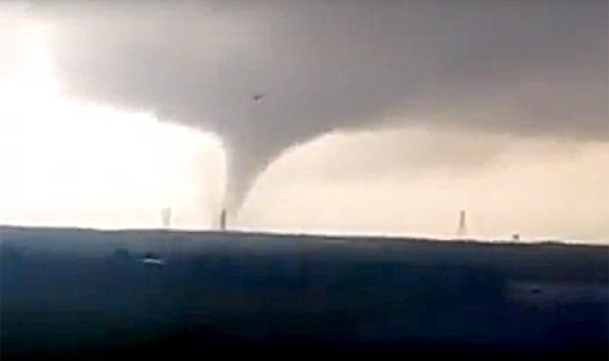 Dos tornados en huelva y c diz arrasan con coches barcos y locales - Tornados en espana ...