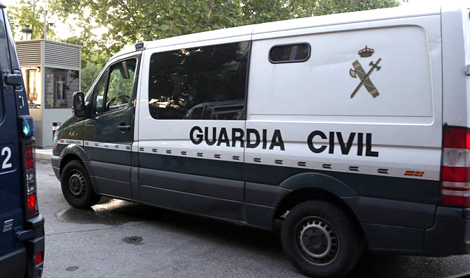 Un guardia civil fuera de servicio salva a cinco personas de un incendio