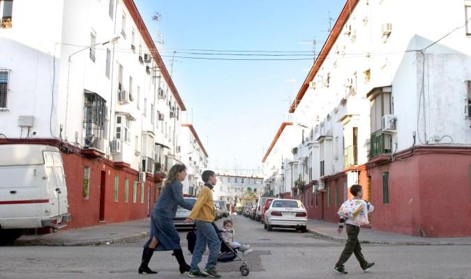 Siete barrios de Sevilla se sitúan entre los 15 más pobres del país