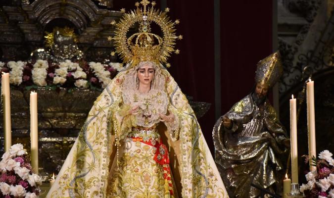 La cotilla es el cíngulo que, en una saya, marca la cintura de la Virgen. / El Correo