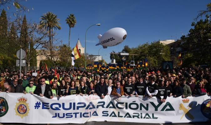 Policías y guardias civiles reclaman en Sevilla la equiparación salarial