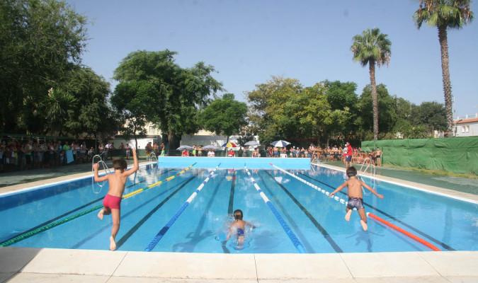 Abren las piscinas de guillena y torre de la reina for Piscina ciudad jardin sevilla