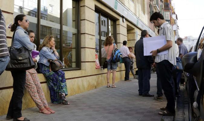 Sevilla salva el a o con una bajada de parados for Oficinas sae sevilla