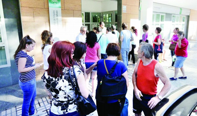 Agosto pone fin en andaluc a a cinco meses de ca das del paro - Oficina seguridad social sevilla ...