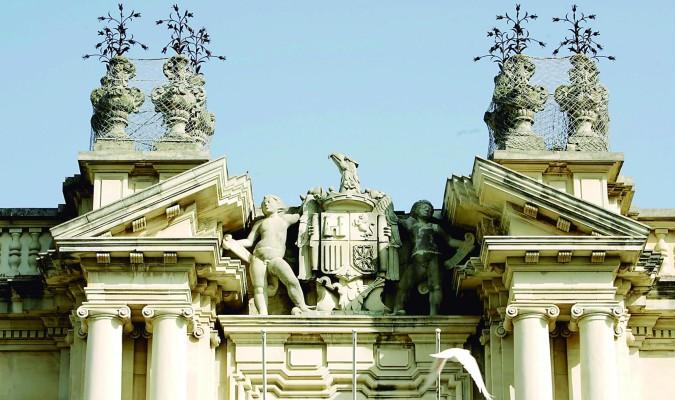 Cae el último símbolo franquista de la Universidad de Sevilla