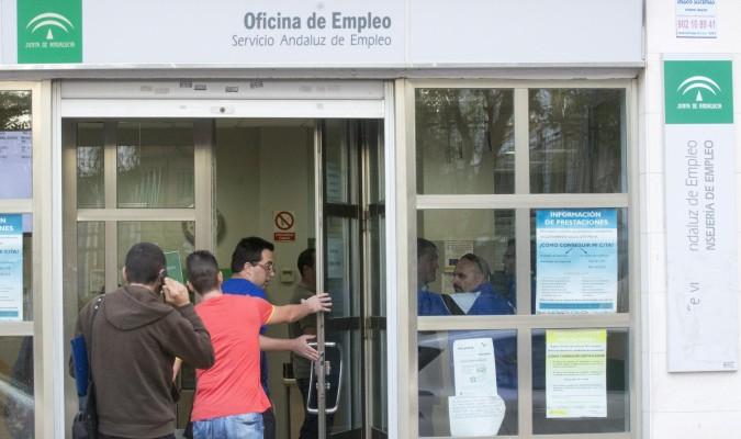 La provincia de sevilla resta parados en marzo for Oficina de empleo sevilla