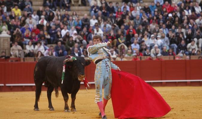 Lama de Góngora ha sido el último torero en encerrarse en solitario. / Efe