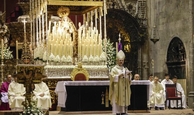 Cigarreras. La hermandad de Los Remedios se plantea realizar el triduo de coronación en el Sagrario. / J. M. Espino