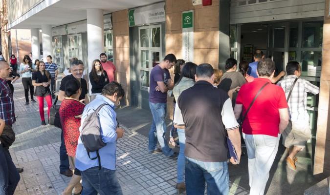 La crisis deja m s del doble de paro en 33 pueblos de sevilla for Oficinas sae sevilla