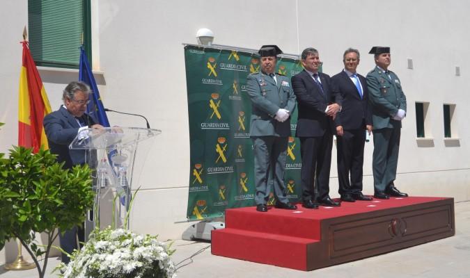 Zoido inaugura el nuevo cuartel de la guardia civil de el for Foto del ministro del interior