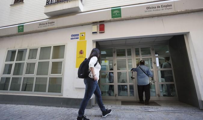 baja en andaluc a en la cifra de parados en junio
