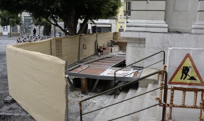 Una obra en el banco de espa a impide el paso de las cofrad as - Bancos de obra para jardin ...