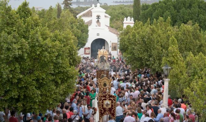 Imagen de la romería asu llegada a la ermita. / Francisco J. Domínguez
