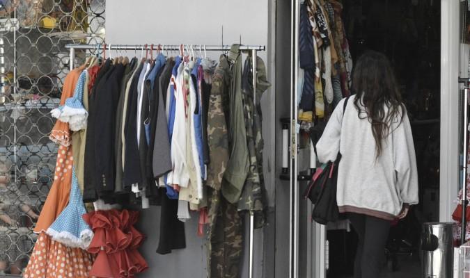 9d3b95b77 Los trajes de flamenca son un clásico en las tiendas de segunda mano