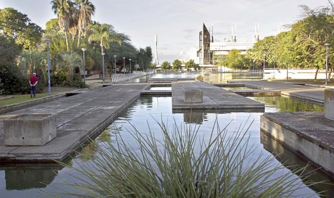 Vuelve el agua al lago del jard n americano for Jardin americano sevilla