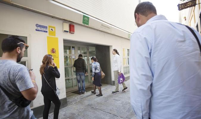 El paro sube en septiembre en personas for Oficina del paro murcia