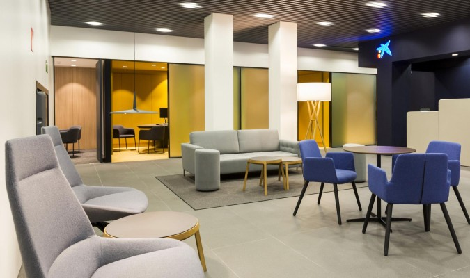 Caixabank estrena la primera oficina store en andaluc a for Oficinas caixa sevilla