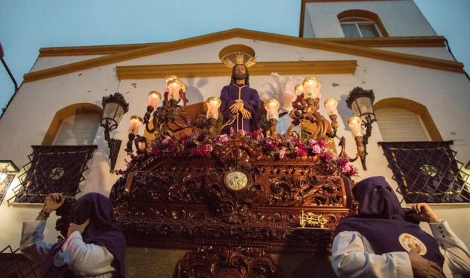 <p>Viernes de Dolores</p><p>Misterio del Cristo de </p><p>la Salud y Remedios a la salida a la parroquia del Dulce Nombre. / Diego Arenas</p>
