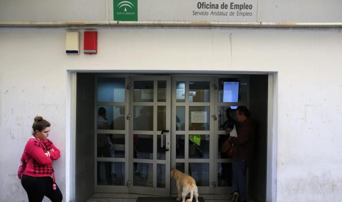 Andaluc a registra parados menos en abril for Oficina de empleo andalucia