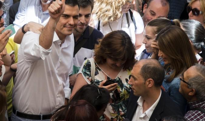Protesta a las puertas del mitin de Pedro Sánchez y Susana Díaz en Jerez