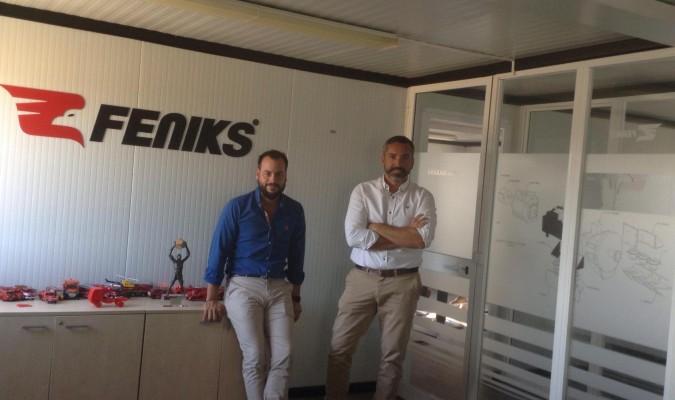 Los fundadores de Feniks, Juan José Castro y Manuel Novales, en sus oficinas ubicadas en Arahal. / M. M.