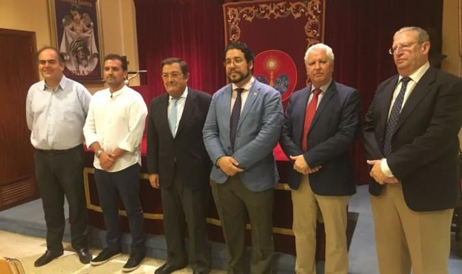 Labrador y Díaz Arnido, anoche, junto a miembros del Consejo tras su designación. / El Correo