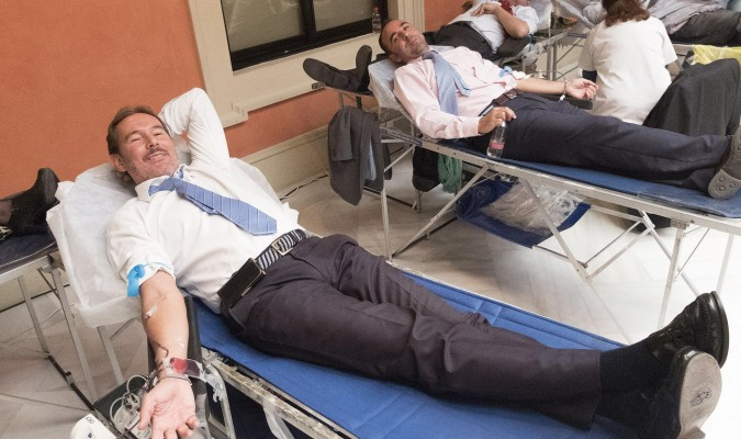 200 agentes inmobiliarios donan sangre en el maratón prenavideño