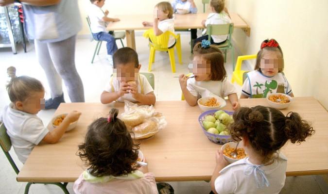 60 comedores escolares abrirán este verano para 4.500 niños en Andalucía