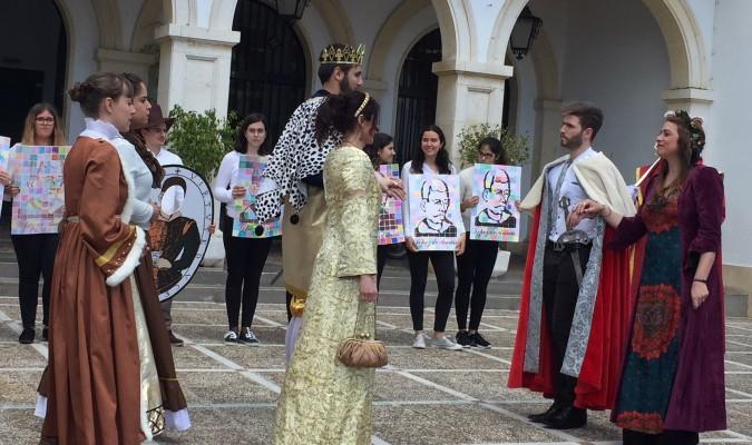 Un momento de la representación sobre la vida de Diego López de Arenas por parte de los alumnos del centro que llevan su nombre. / M.M.