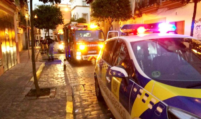 Tres intoxicados por inhalaci n de humo en un incendio for Servicio tecnico jane sevilla calle feria