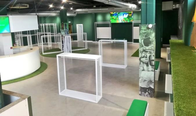 4f679d86e El segundo uniforme del Betis para inaugurar la nueva tienda Kappa en el  Villamarín