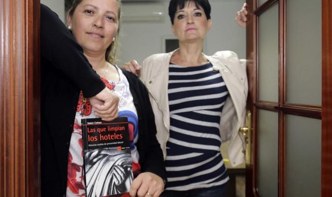 553c25474ae Carolina Martín y María del Carmen León, camareras de piso de la industria  hotelera.
