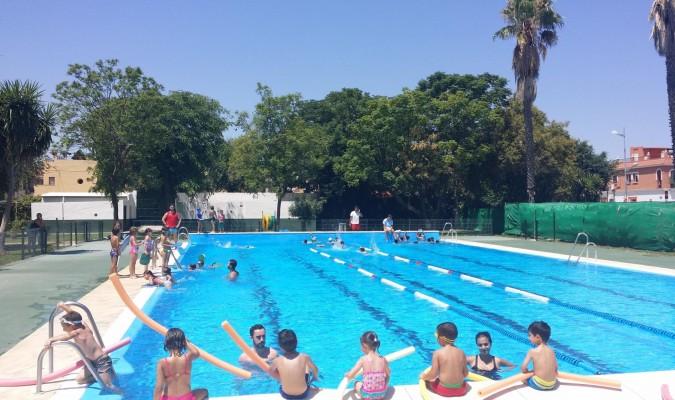 Comienza la temporada de piscina en guillena for Piscina ciudad jardin sevilla