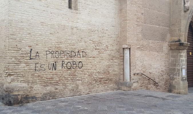 Pintada sobre el muro frontal de la parroquia de San Marcos.