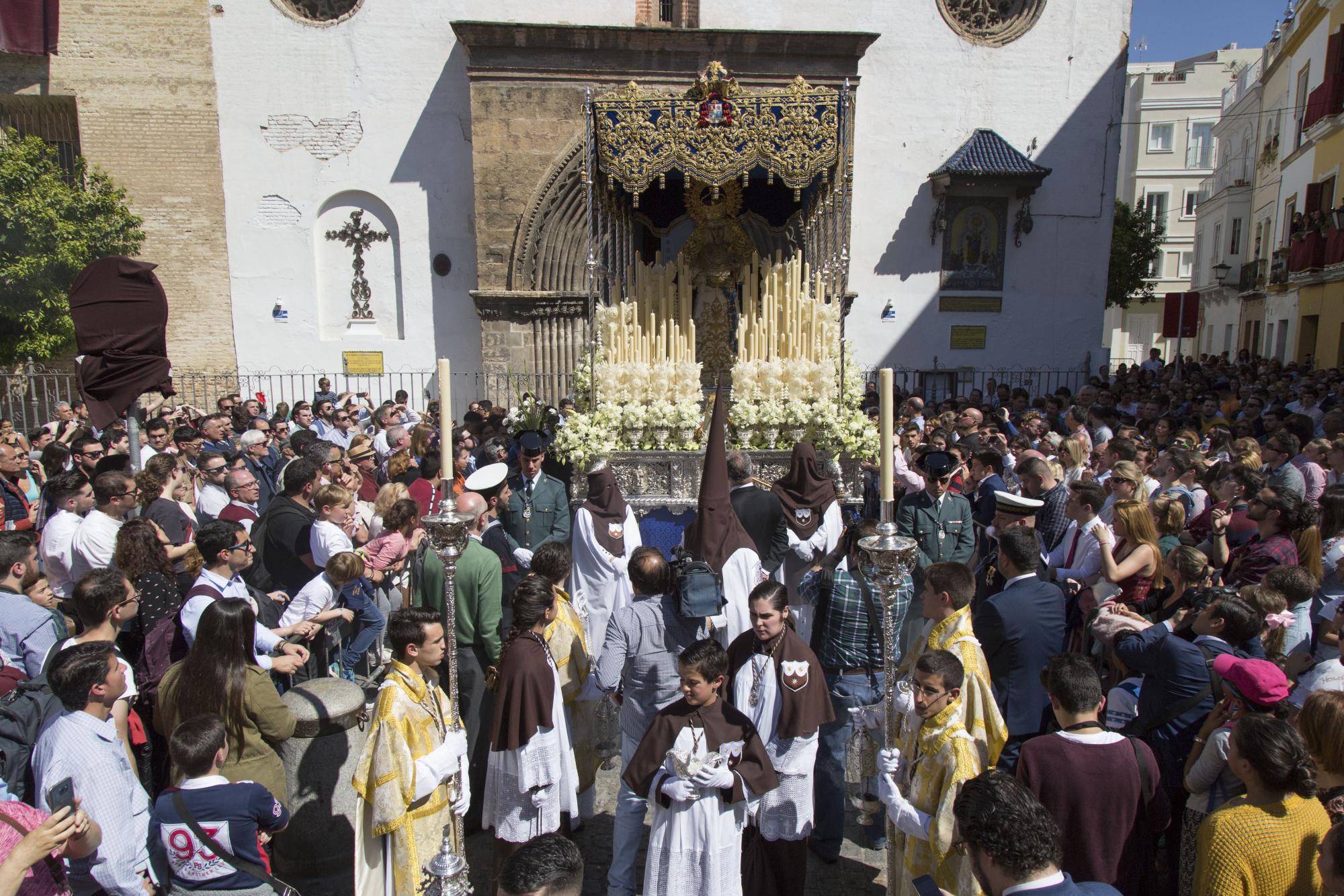 Los niños de la Alameda son ya 'nazarenitos' del Carmen 1