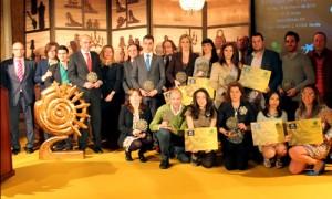 A la finalización del acto, todas las empresas y emprendedores que recibieron los galardones por parte de CECA y La Caixa posaron para una gran foto de familia.