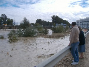 Imagen del río Genil desbordado en noviembre de 2007. - M.R.